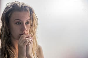 depressed woman addiction risk